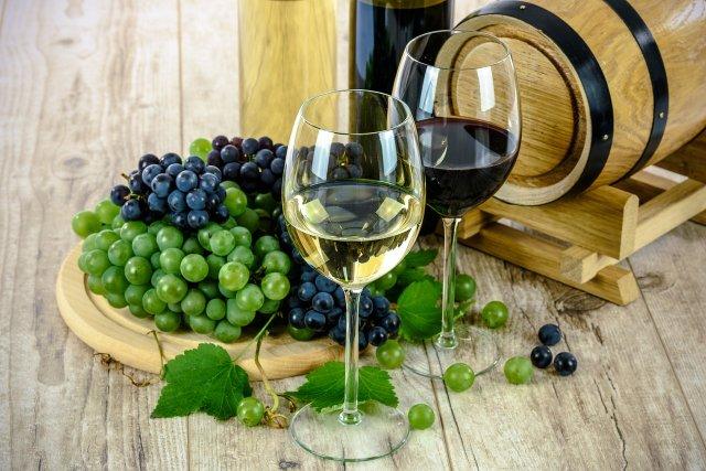 Jak podávat alkohol, aneb víno do zavařovačky nepatří