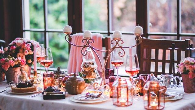 Prostíráme vánoční stůl: co nesmí o Vánocích na stole chybět